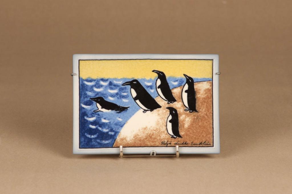Arabia Rohkeutta seinälaatta, suunnittelija Heljä Liukko-Sundström, serikuva, pingviini
