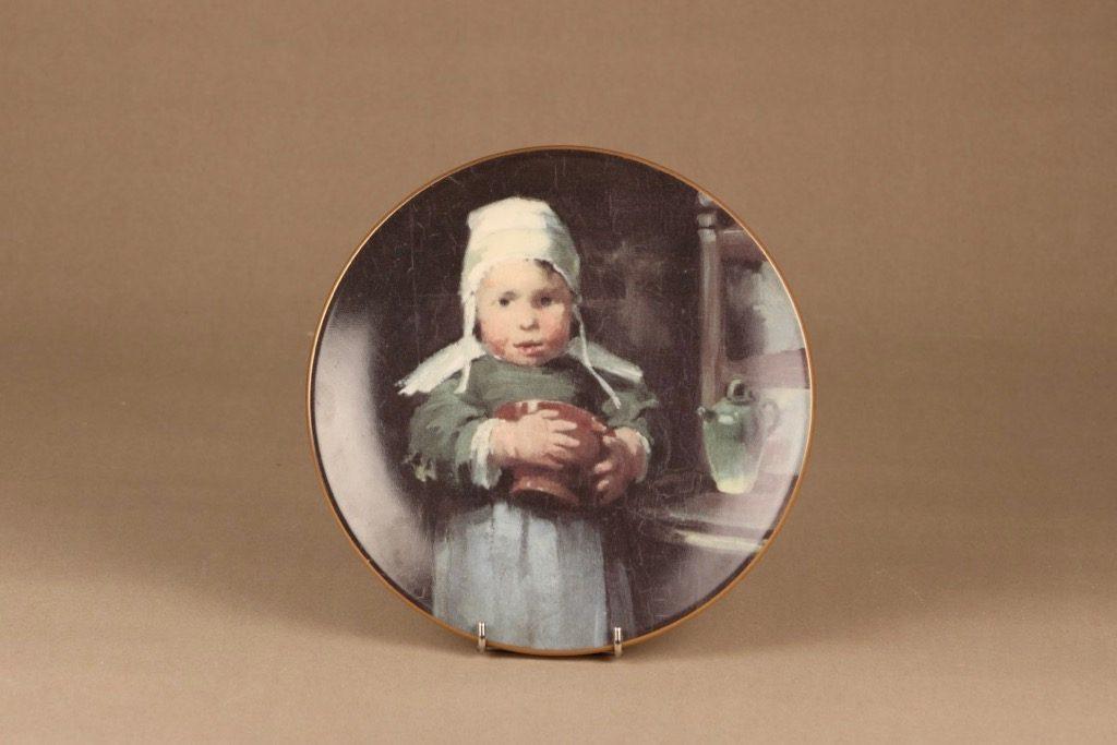 Arabia Tyttö ruukun kanssa seinälautanen, suunnittelija Helene Schjerfbeck, serikuva, lapsi