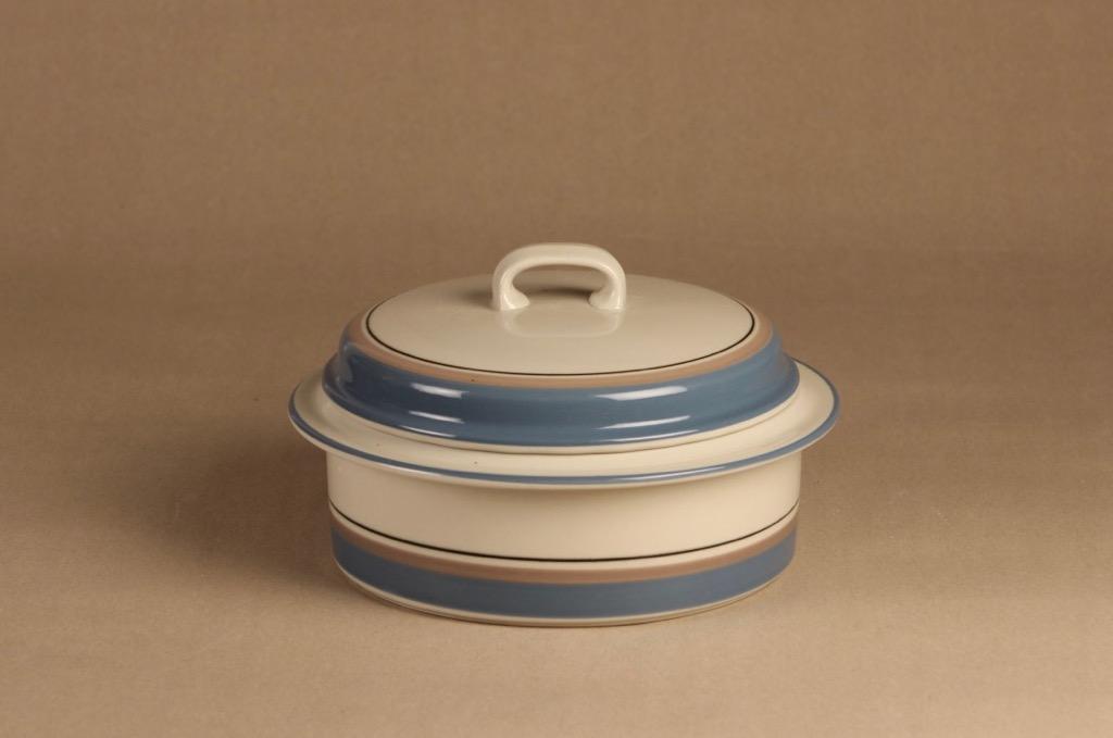 Arabia Uhtua casserole with lid designer Inkeri Leivo