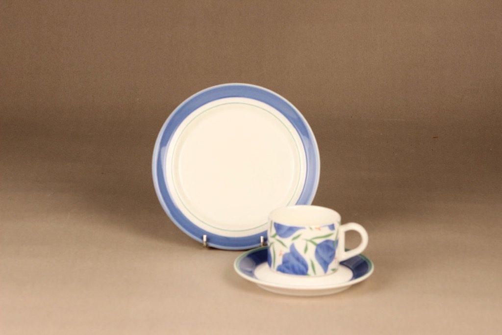 Arabia Balladi kahvikuppi ja lautaset suunnittelija Heikki Orvola