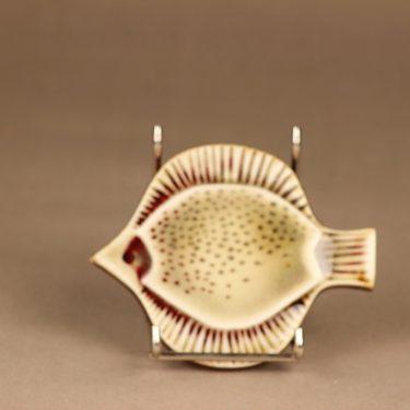 Arabia Kala koristelaatta, käsinmaalattu, suunnittelija Gunvor Olin-Grönqvist, käsinmaalattu, signeerattu