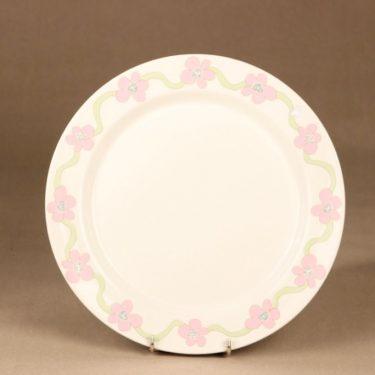 Arabia Villiruusu plate designer Laila Hakala