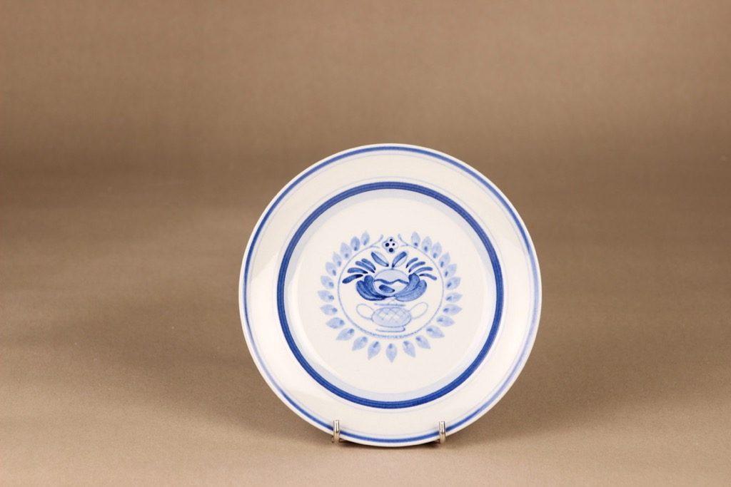 Arabia Blue Rose lautanen, matala 17.5 cm, suunnittelija Svea Granlund, matala 17.5 cm, käsinmaalattu,kukka-aihe