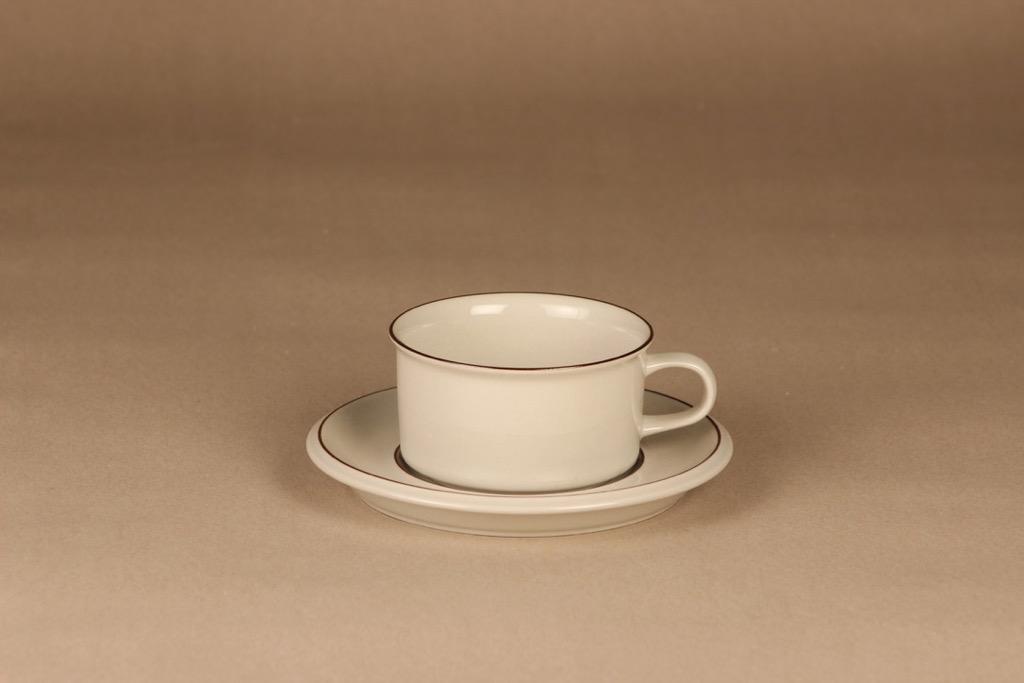 Arabia Fennica teekuppi, vaalea, ruskea raita, suunnittelija Richard Lindh, raidallinen