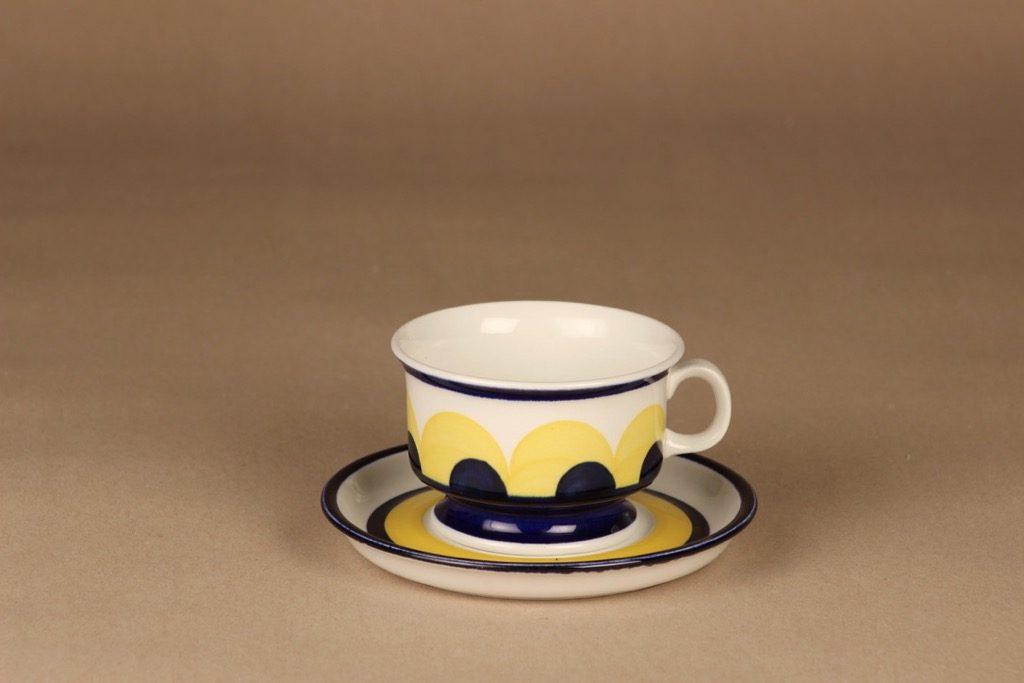 Arabia Paju teekuppi, käsinmaalattu, suunnittelija Anja Jaatinen-Winquist, käsinmaalattu, signeerattu