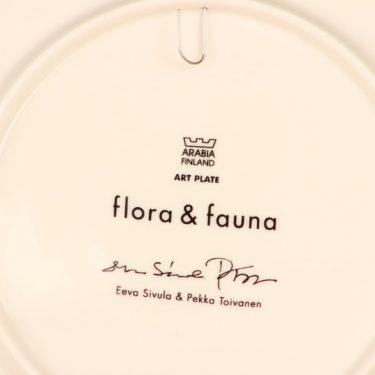 Arabia Flora & Fauna vuosilautanen, 2004, suunnittelija Eeva Sivula & Pekka Toivanen, 2004, serikuva, lintu kuva 2