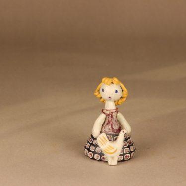 Kupittaan savi Tyttö ja kana figuuri, signeerattu, suunnittelija Orvokki Laine,