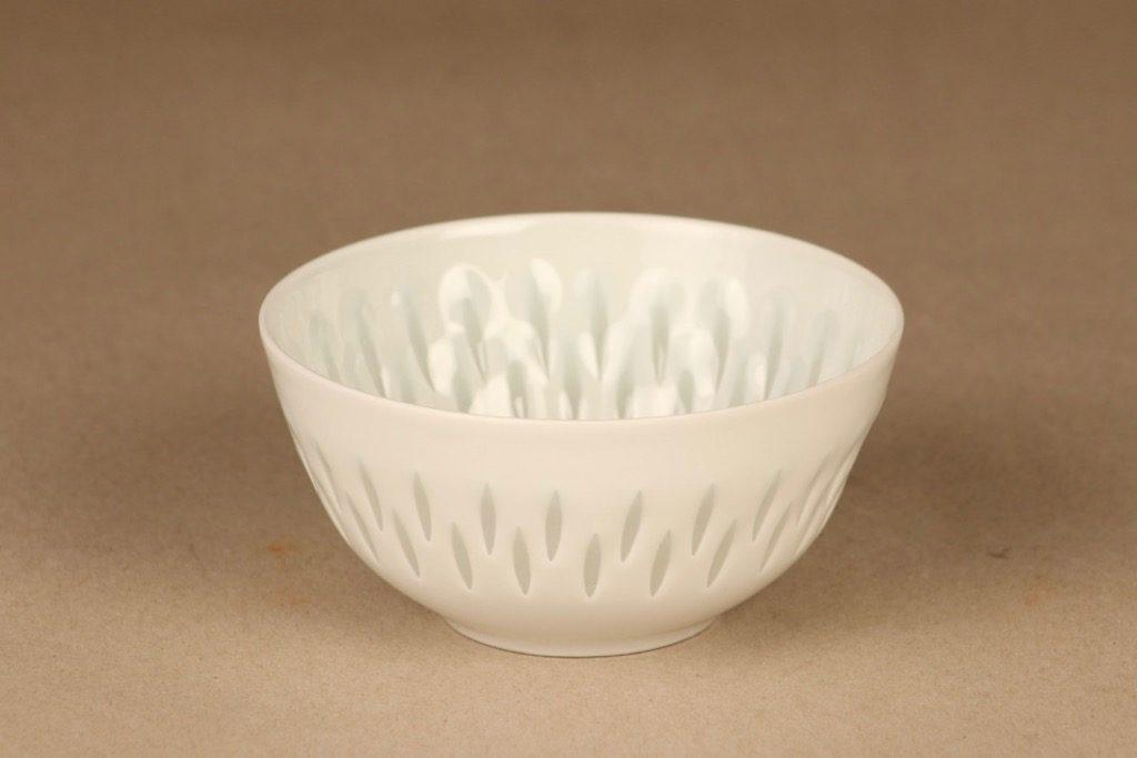 Arabia riisiposliini malja, valkoinen, suunnittelija Friedl Holzer-Kjellberg, massasigneerattu