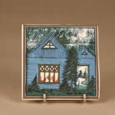 Arabia seinälaatta, Sininen onnen talo, suunnittelija Heljä Liukko-Sundström, Sininen onnen talo, signeerattu
