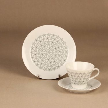 Arabia Lemmikki kahvikuppi ja lautaset, suunnittelija Raija Uosikkinen, kukka