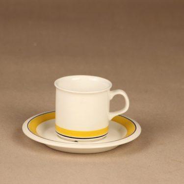 Arabia Faenza Raita kahvikuppi ja lautaset, keltainen, suunnittelija Inkeri Seppälä, raita kuva 2