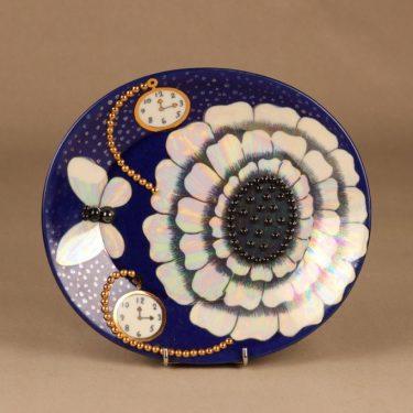 Arabia Elegance seinälautanen, helmikoristeltu, suunnittelija Birger Kaipiainen, helmikoristeltu
