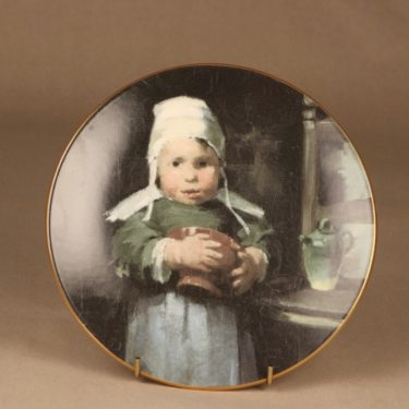 Arabia wall plate Girl with pot designer Helene Schjerfbeck