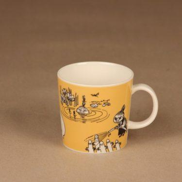 Arabia Teema muumimuki, tummankeltainen, suunnittelija Tove Slotte-Elevant, muumi muki