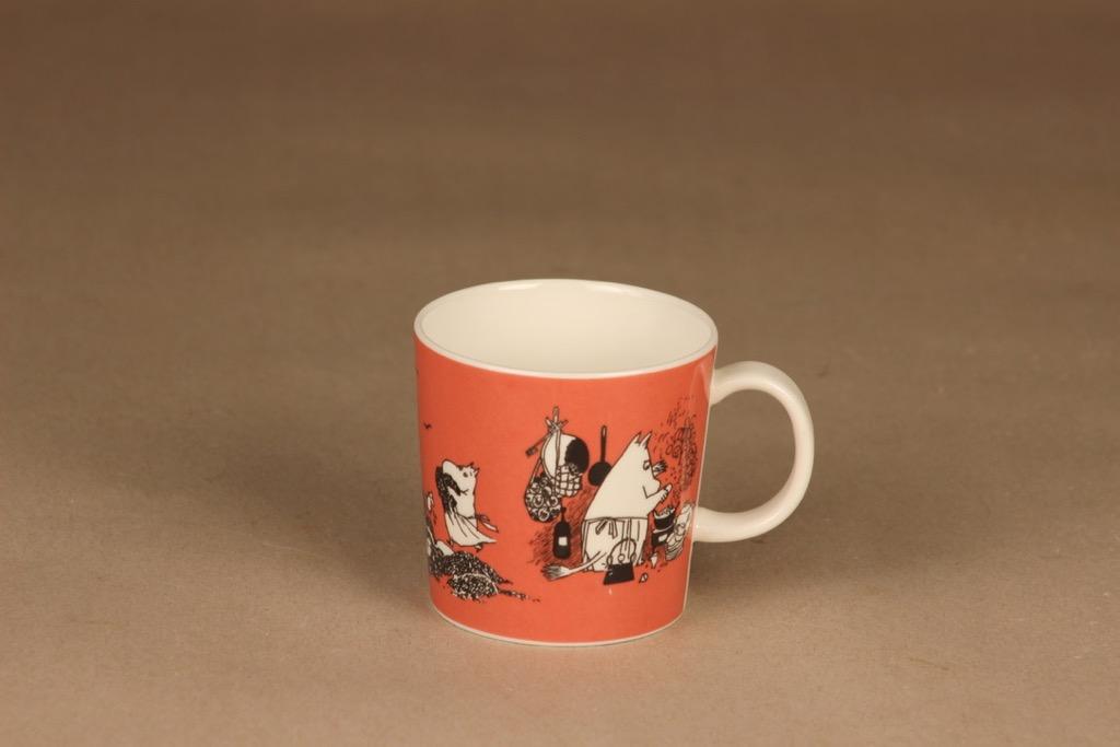 Arabia Teema muumimuki, tumma roosa, suunnittelija Tove Slotte-Elevant, muumi muki