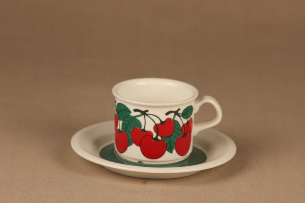 Arabia Kirsikka kahvikuppi, suunnittelija Inkeri Seppälä, kirsikka, marja