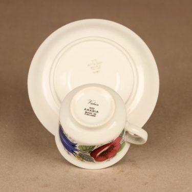 Arabia Valmu kahvikuppi ja lautaset(2), monivärinen, suunnittelija Esteri Tomula, kukka, serikuva kuva 3