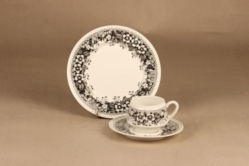 Arabia Talvikki kahvikuppi ja lautaset(2), mustavalkoinen, suunnittelija Raija Uosikkinen, serikuva