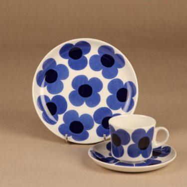 Arabia Aurinko kahvikuppi ja lautaset(2), sininen, suunnittelija Esteri Tomula, kukka, serikuva
