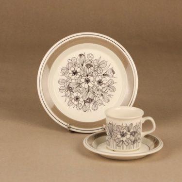 Arabia Krokus mokkakuppi ja lautaset(2), mustavalkoinen, harmaa, suunnittelija Esteri Tomula, kukka, serikuva