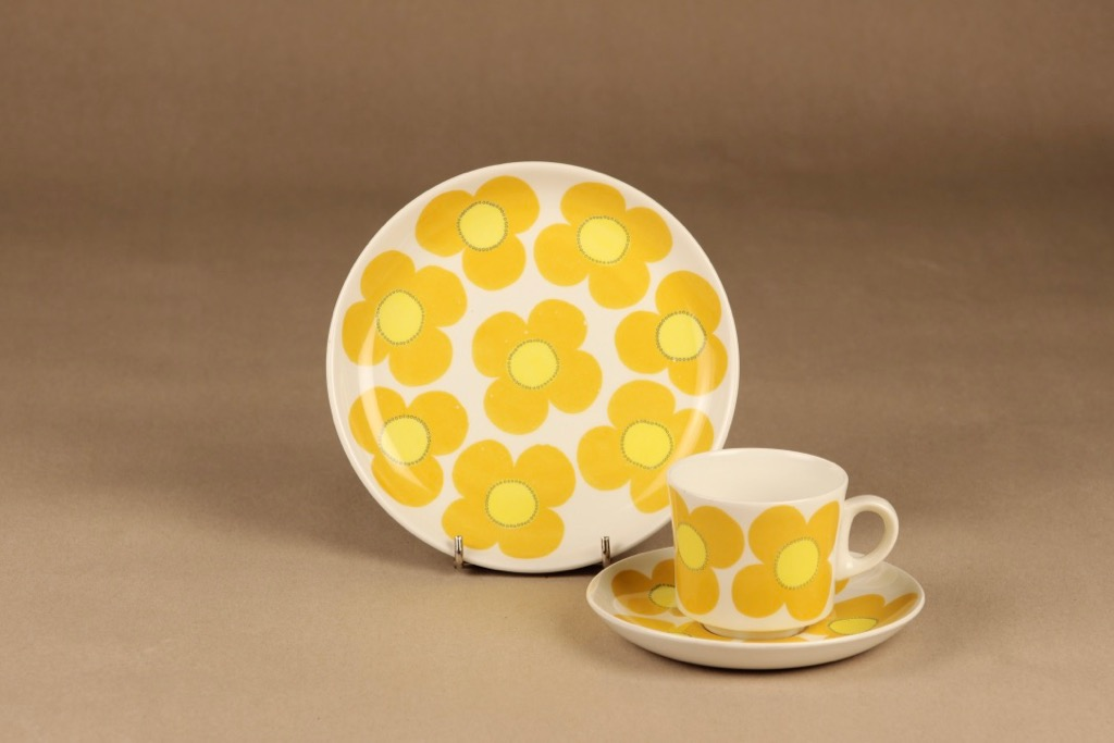 Arabia Aurinko coffee cup and plates(2) designer Esteri Tomula