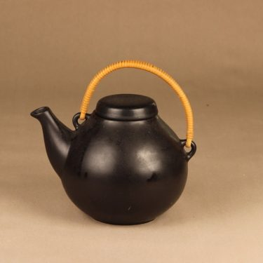 Arabia GA 3 tea pot with rattan designer Ulla Procope
