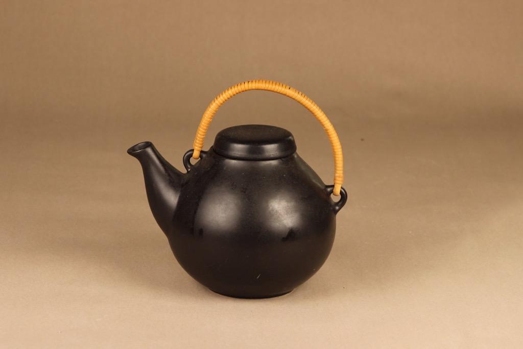 Arabia GA 3 teekaadin, rottinkikahvalla, suunnittelija Ulla Procope, rottinkikahvalla, 1.6 l