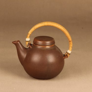Arabia GA 2 tea pot with rattan designer Ulla Procope