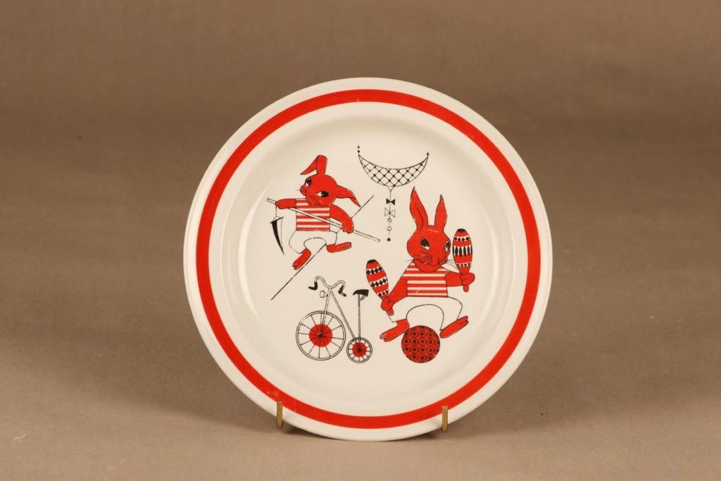 Arabia Sirkus lasten lautanen, punainen, suunnittelija Kaarina Aho,