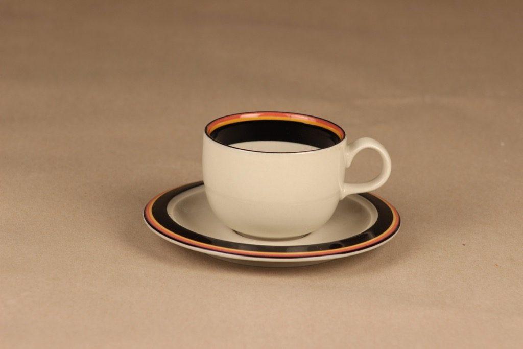 Arabia Reimari kahvikuppi, raitakoriste, suunnittelija Inkeri Leivo, raitakoriste