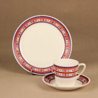 Arabia Jouni kahvikuppi ja lautaset(2), monivärinen, suunnittelija Raija Uosikkinen, Lappi-aihe