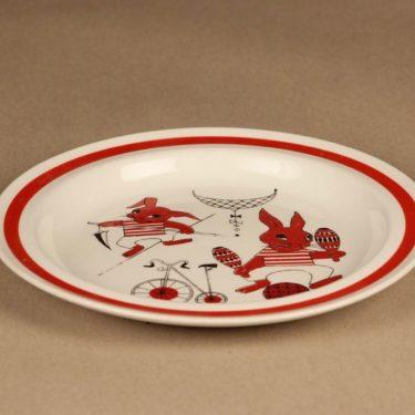 Arabia Sirkus lasten kuppi ja lautanen, punainen, suunnittelija Kaarina Aho, orava kuva 2