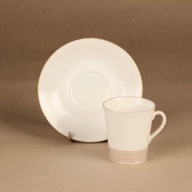 Arabia Jaana kahvikuppi ja lautaset(2), raitakoriste, suunnittelija Raija Uosikkinen, raitakoriste kuva 2