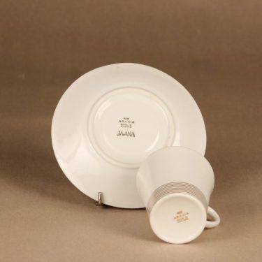 Arabia Jaana kahvikuppi ja lautaset(2), raitakoriste, suunnittelija Raija Uosikkinen, raitakoriste kuva 3