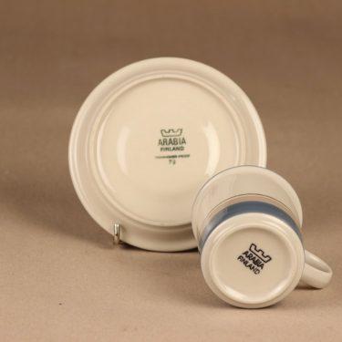 Arabia Uhtua kahvikuppi, sininen, suunnittelija Inkeri Leivo, raitakoriste kuva 3