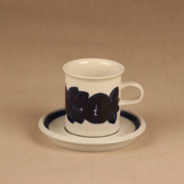 Arabia Anemone kahvikuppi ja lautaset, käsinmaalattu, suunnittelija Ulla Procope, käsinmaalattu kuva 2