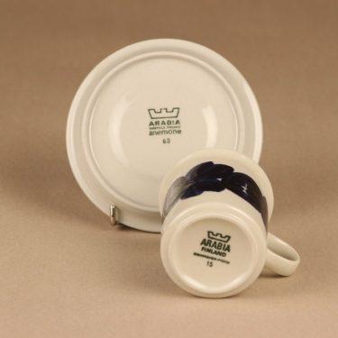 Arabia Anemone kahvikuppi ja lautaset, käsinmaalattu, suunnittelija Ulla Procope, käsinmaalattu kuva 4