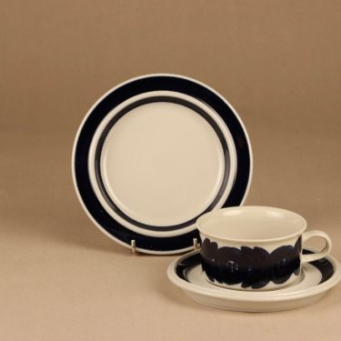 Arabia Anemone tea cup and plates(2), hand-painted designer Ulla Procope 4