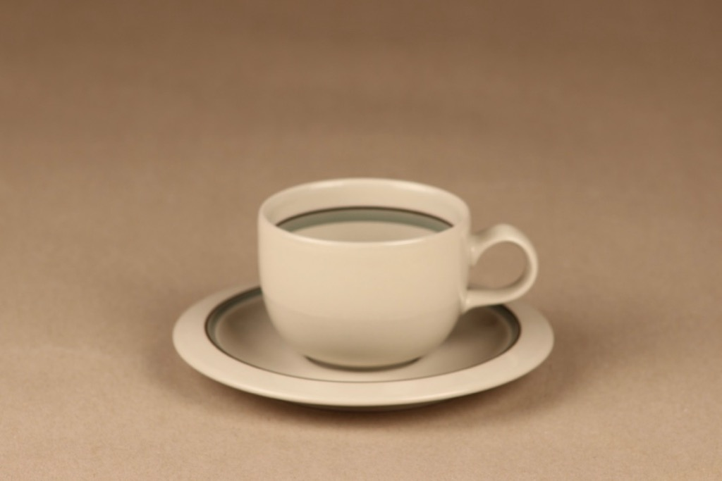 Arabia Airisto kahvikuppi, raitakoriste, suunnittelija Inkeri Leivo, raitakoriste