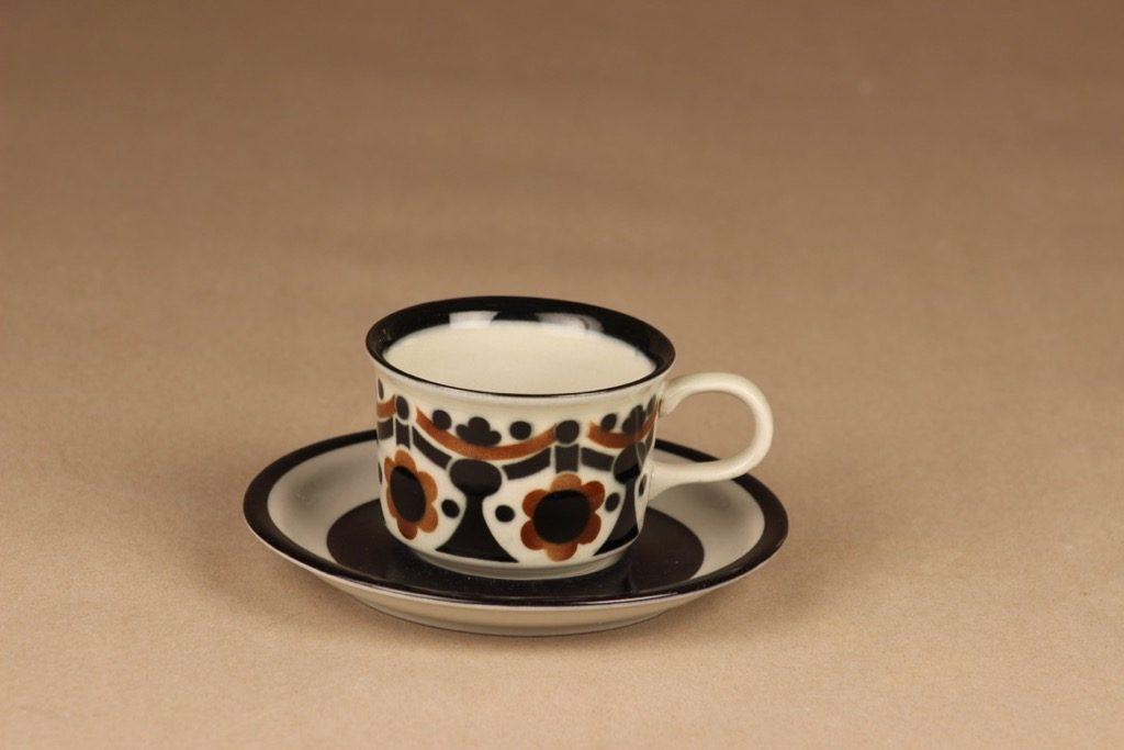 Arabia Riikka kahvikuppi, ruskea, musta, suunnittelija Anja Jaatinen-Winquist,