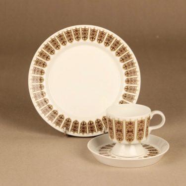 Arabia Rukinlapa kahvikuppi ja lautaset (2), ruskea, suunnittelija Raija Uosikkinen, kuva 1