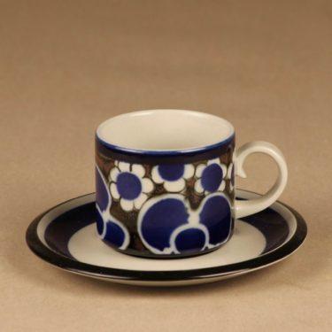 Arabia Saara teekuppi, sininen, ruskea, suunnittelija Anja Jaatinen-Winquist, erikoiskoriste