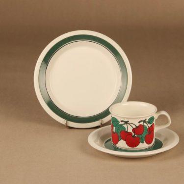 Arabia Kirsikka coffee cup and plates designer Inkeri Seppälä