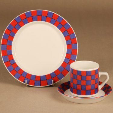 Arabia Tammi kahvikuppi ja lautaset(2), punainen, sininen, suunnittelija Esteri Tomula,