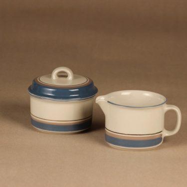Arabia Uhtua sokerikko ja kermakko, Sokerikon korkeus 5.5-9.2 cm, kermakon 6.7 cm, suunnittelija Inkeri Leivo, Sokerikon korkeus 5.5-9.2 cm, kermakon 6.7 cm, raitakoriste