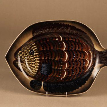 Arabia GOG koristelautanen, käsinmaalattu, suunnittelija Gunvor Olin-Grönqvist, käsinmaalattu, signeerattu, kala
