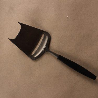 Hackman Lion juustöhöylä, musta, kirkas, suunnittelija Bertel Gardberg, Alkuperäistä tuotantoa