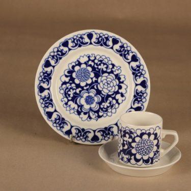 Arabia Gardenia kahvikuppi ja lautaset(2), sininen, suunnittelija Esteri Tomula, kukka