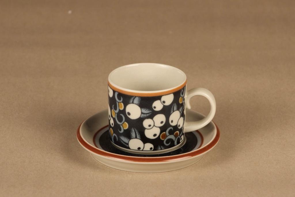 Arabia Taika kahvikuppi,, suunnittelija Inkeri Leivo, , puhalluskoriste, marja