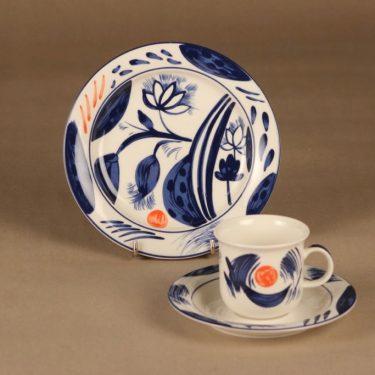 Arabia Arctica Nova kahvikuppi ja lautaset(2), sininen, oranssi, suunnittelija Dorrit von Fieandt, kukka, moderni